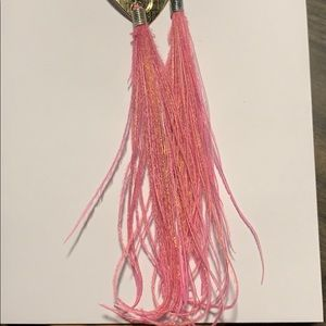 Jewelry - NEW pink feather earrings.